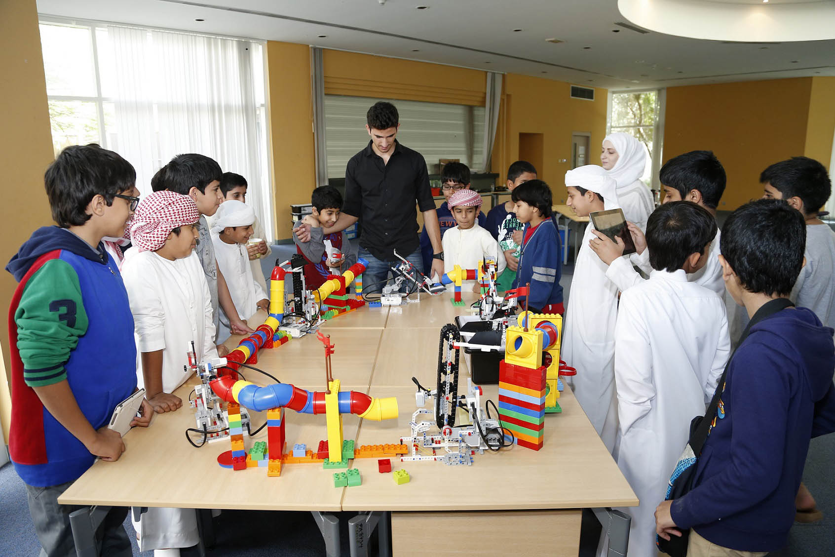 Uae Primary School Students To Build Robots As Part Of