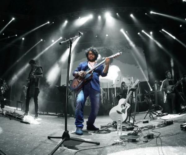Arijit Singh and the Grand Symphony Orchestra