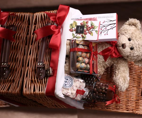 """Boutique Le Chocolat Personalises Gifting with Bespoke Valentine's Hampers"""